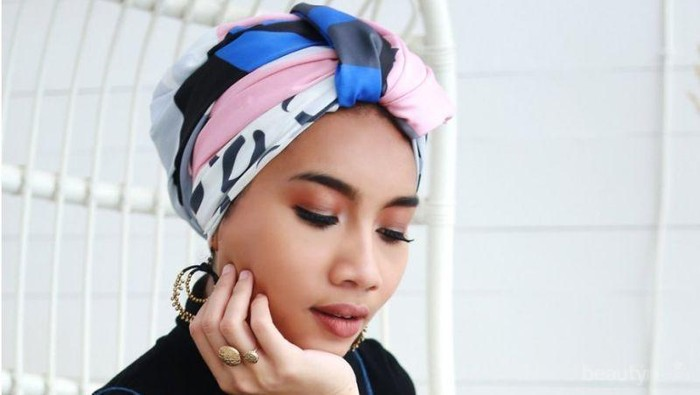 Coba 3 Pilihan Hijab Turban yang Nyaman Ini Saat Berlibur ke Pantai!