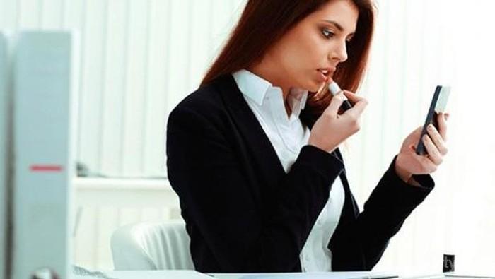 Tips Makeup Simpel yang Pantas untuk ke Kantor