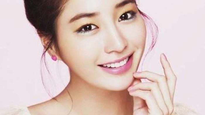 Tips Aplikasikan Makeup ala Wanita Korea