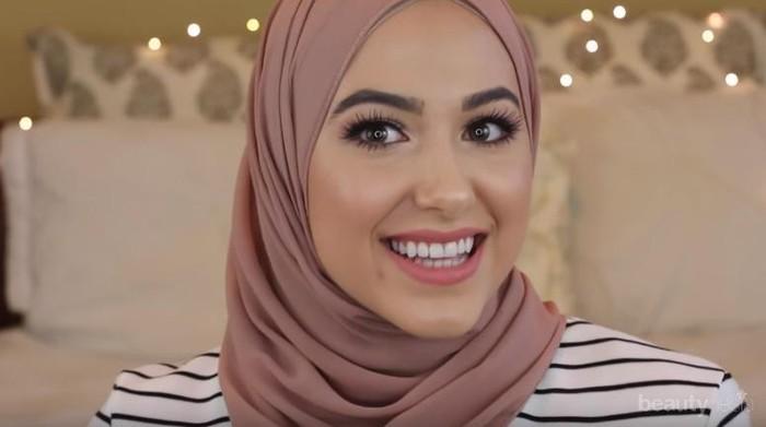Tampil Memukau dengan Hijab Segi Empat