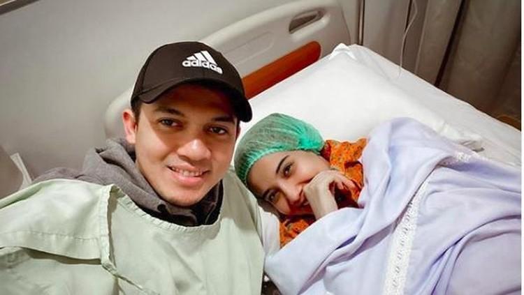 Irwansyah memposting sebuah foto bersama sang istri tercinta. Gimana respons Zaskia Sungkar?