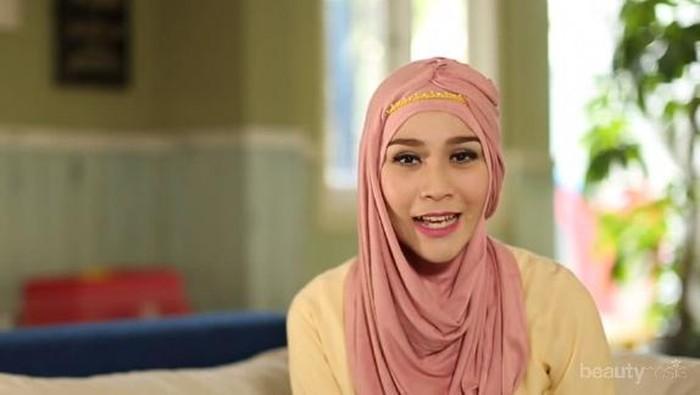 Meniru Gaya Hijab Instant ala Zaskia Mecca