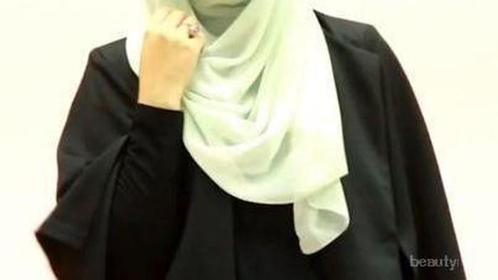 Model Pashmina ke Kantor Simple & Cantik ala Risti Tagor