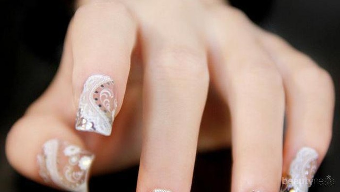 Percantik Kuku Dengan Tehnik Nail Glass ala Korea
