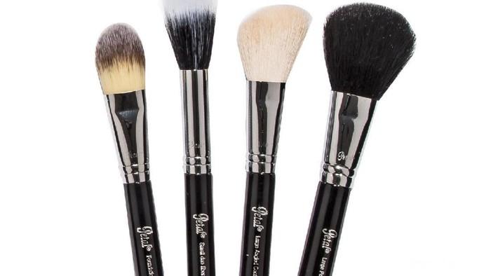 5 Makeup Brush yang Perlu Kamu Miliki