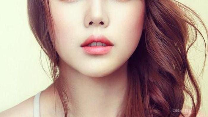 Tips Mudah Makeup Natural untuk Traveling