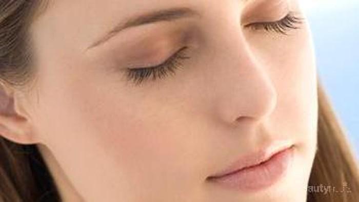 Trik Memakai Eyeshadow Saat Siang Hari