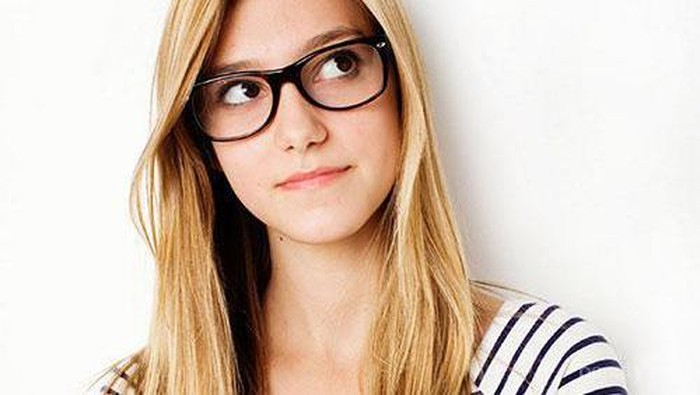 Tips Makeup Khusus untuk Si Gadis Berkacamata