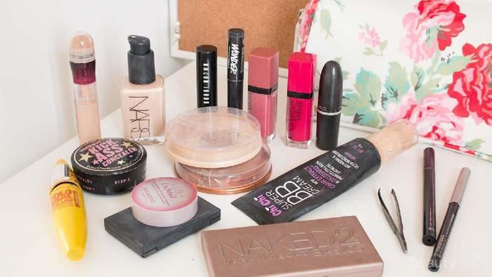 Tips Aman Mengemas Peralatan Makeup Saat Traveling