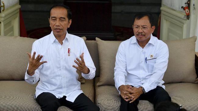 Presiden Jokowi tetap memberikan diskon tiket pesawat, meskipun dua pasien positif terinfeksi virus corona.
