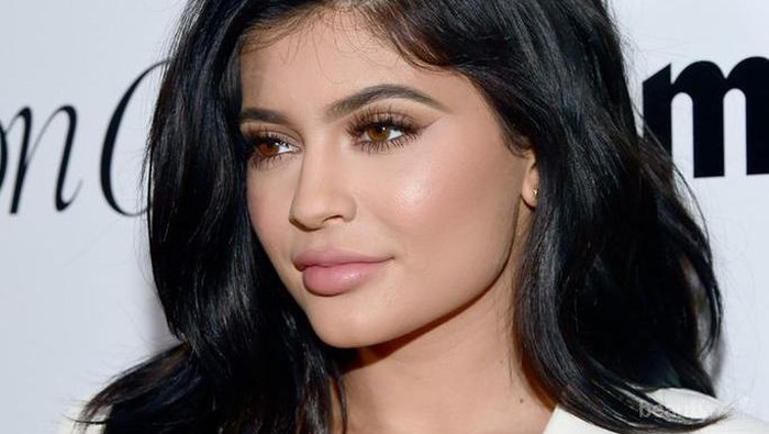 4 Lipstik Matte yang Tidak Membuat Bibir Kering