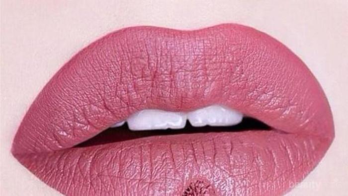 4 Lipstick Tahan Lama di Bawah Rp200.000