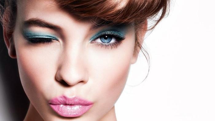 Trik Jitu Atasi Makeup Luntur pada Wajah Berminyak
