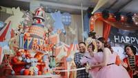 <p>Beberapa karakter binatang yang lucu pun ikut menghiasi pesta ulang tahun Briel. Serta kue ulang tahun yang sangat besar menghiasi pesta. (Foto by allseasonphoto by Instagram @therealmomogeisha)</p>