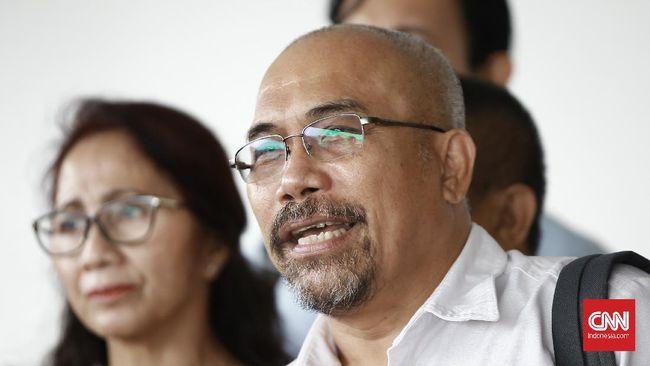 Ketua Forum Warga Kota Jakarta, Azas Tigor Nainggolan mempertanyakan indikator penilaian dalam penghargaan yang diterima Pemprov DKI Jakarta dari BNPB.