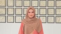 <p>Dilansir dari Instagram miliknya pada Selasa (3/3/2020), Siti atau biasa disapa Mak Iti dan Tya menghadiri perkawinan anak dari Abuya Habib Naufal. (Foto: Instagram @ctdk)</p>