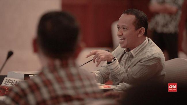 Kepala BKPM Bahlil Lahadalia menegaskan Omnibus Law UU Cipta Kerja mewajibkan perusahaan besar memiliki izin amdal. Sanksi tanpa amdal, izin dicabut.