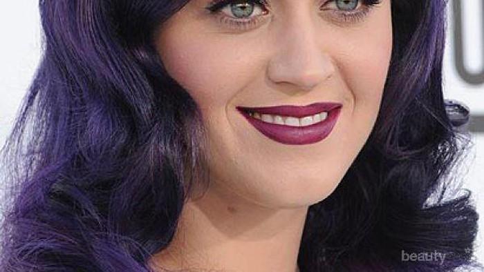 Tips Memakai Lipstik Warna Gelap Sesuai Riasan Wajah