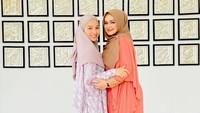 <p>Bunda masih ingat Tya Arifin kan? Artis asal Palembang ini dulu terkenal lewat sinetron Preman Pensiun. Namanya mulai meredup saat menikah dengan anak sambung Siti Nurhaliza. (Foto: Instagram @ctdk)</p>