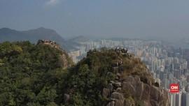 VIDEO: Hindari Tertular Corona, Warga Hong Kong Mendaki Bukit
