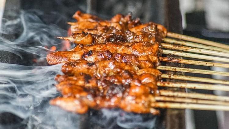 indonesian satay skewer street food