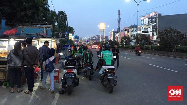 Menurut kesaksian para pengemudi ojol yang bekerja di Depok, tak ada perubahan aktivitas usai Jokowi menyatakan dua warga setempat positif virus corona.