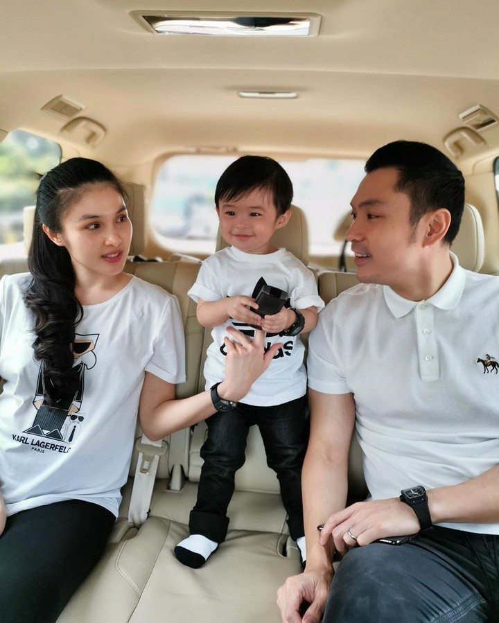 <p>Sandra Dewi menikah dengan Harvey Moeis di tahun 2016. Kini, keduanya dikaruniai dua anak laki-laki. (Foto: Instagram @raphaelmoeis)</p>