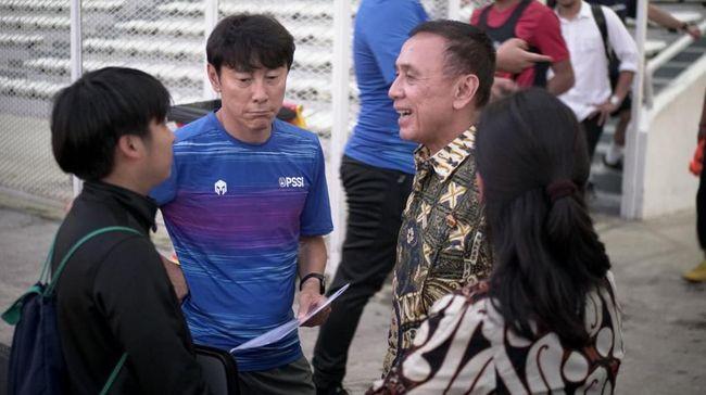 Pelatih Timnas Indonesia Shin Tae Yong dan Ketua Umum PSSI, Mochamad Iriawan.