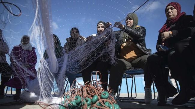 Di Maroko, nelayan tak hanya jadi pekerjaan bagi kaum laki-laki, tapi juga perempuan.