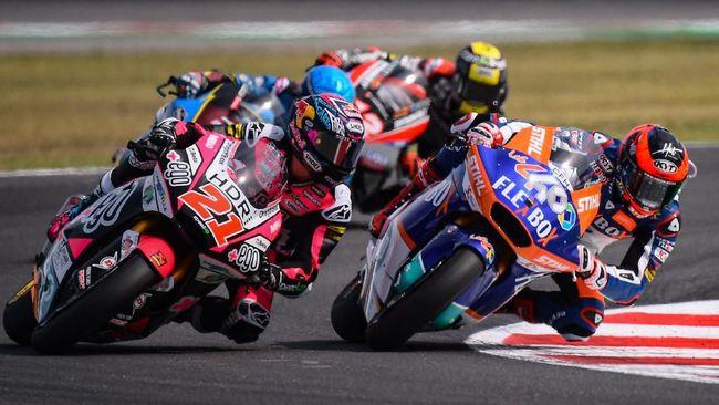 Jelang MotoGP Catalunya, pembalap Moto2 Augusto Fernandez melompat dari motor yang terbakar pada sesi pemanasan.
