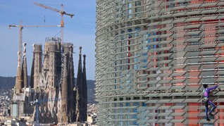 FOTO: Cegah Corona, 'Spiderman' Prancis Kembali Panjat Gedung