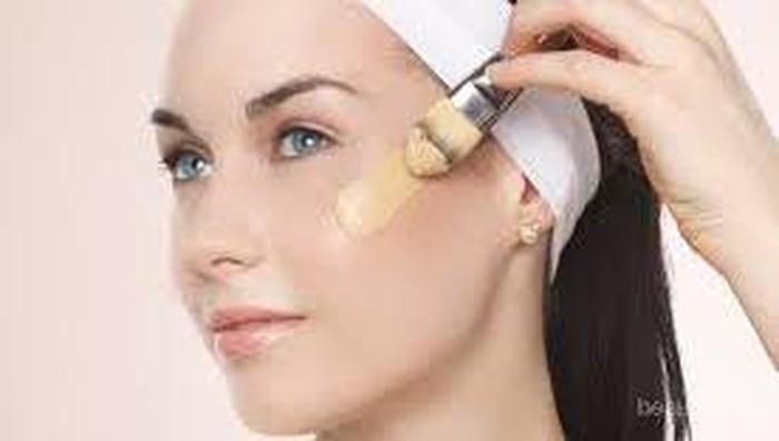 Tips Tutupi Jerawat dengan Make Up