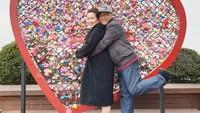 <p>Lama tak terlihat di layar kaca, Mario Teguh berulang tahun yang ke-64 tahun pada hari ini, Kamis (5/3/2020). Meski sudah tak lagi muda, Mario dan istrinya, Linna Teguh tetap romantis. (Foto: Instagram @linnateguh)</p>