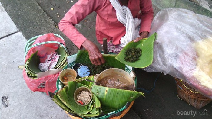 Pecel Semanggi: Kuliner Wajib di Surabaya