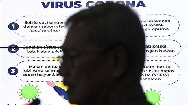 Sekretaris Direktorat Jenderal Pencegahan dan Pengendalian Penyakit Kemenkes Achmad Yurianto yang juga juru bicara pemerintah untuk penanganan virus Corona memberikan keterangan pers di Gedung Bina Graha, Kompleks Istana Kepresidenan, Jakarta, Kamis (5/3/2020). Achmad Yurianto menyampaikan bahwa kondisi dua orang pasien positif virus Corona yang dirawat di RSPI Sulianti Saroso, keadaannya semakin membaik sedangkan sebanyak 68  kru kapal pesiar Diamond Princess dinyatakan tidak terjangkit virus usai diperiksa spesimennya. ANTARA FOTO/Hafidz Mubarak A/pras.