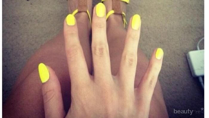 Tampil Cerah Dengan Nail Art Nuansa Kuning