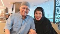<p>Pada Oktober 2019 lalu, Mario Teguh dan sang istri pergi umrah ke Tanah Suci. Sebelum berangkat, Linna meminta maaf kepada orang-orang lewat Instagram-nya. (Foto: Instagram @linnateguh)</p>