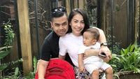 <p><strong>Kezia Karamoy</strong></p><p>Kezia Karamoy sudah menikah selama tiga tahun dengan Axcel Narang. Mereka sekarang punya dua anak laki-laki yang lucu bernama Alfredo Elfata Narang dan Arka Benedict Narang. (Foto: Instagram @itskeziakaramoy)</p>