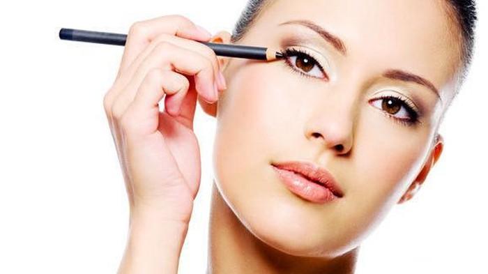 Cara Untuk Membuat Eyeliner Tidak Mudah Luntur dan Tahan Lama