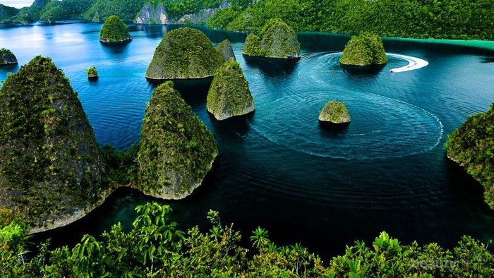Menikmati Surga Bumi Indonesia di Raja Ampat