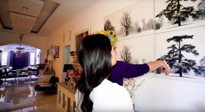 <p>Sebelum pergi ke Kanada, Gisela Indri membeli rumah yang kini ditinggali kakaknya Gracia Indri dan sang ibu.(Foto: YouTube channel Adiez Gilang)</p>