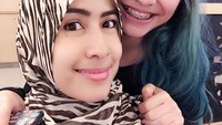 <p>Cantik mana, Keysha atau Bunda Sandrina. (Foto: Instagram@smalakiano) </p>