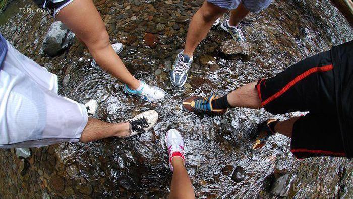 [FORUM] Sepatu apa ya yang nyaman dipakai pas hujan?