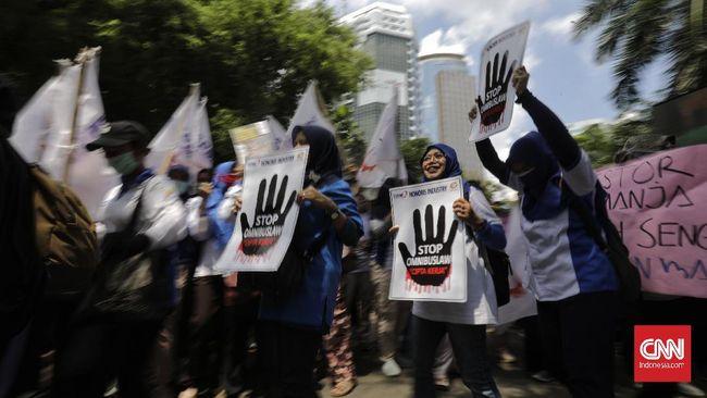 Buruh membatalkan aksi menolak RUU Cipta Kerja pada 23 Maret gun mencegah penyebaran corona. Buruh pun meminta DPR dan pemerintah menunda pembahasan RUU itu.