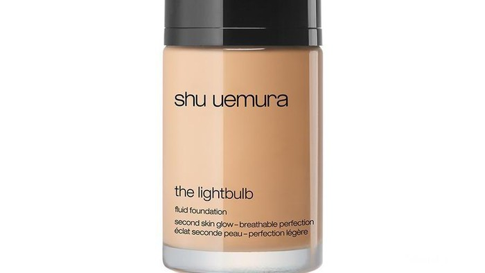 Dewy Look dengan Light Bulb and Fluid Foundation dari Shu Uemura