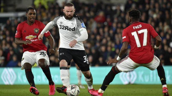 Mantan bintang Manchester United Wayne Rooney marah-marah karena harus menjalani karantina meski memiliki hasil tes negatif virus corona.