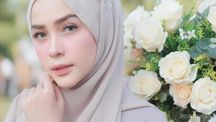 Warna lipstick ini ternyata paling cocok untuk wanita berhijab!