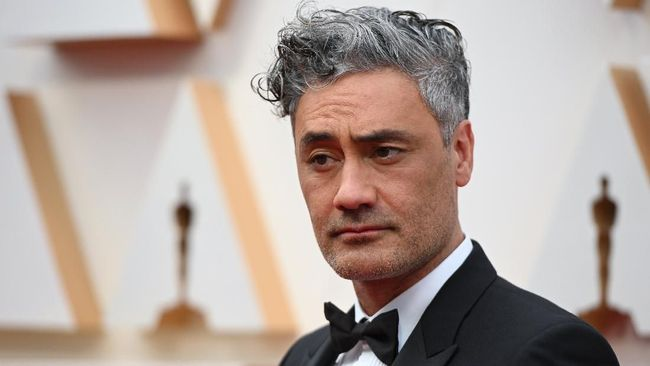New Zealand director and actor Taika Waititi arrives for the 92nd Oscars at the Dolby Theatre in Hollywood, California on February 9, 2020. (Photo by Robyn Beck / AFP)