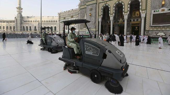 Arab Saudi memerintahkan seluruh kegiatan sektor swasta dihentikan selama 15 hari untuk mencegah penyebaran virus corona.