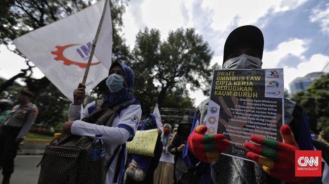 Aliansi buruh menilai DPR-Pemerintah tak ubahnya memprovokasi rakyat turun ke jalan jika tetap ngotot membahas RUU Omnibus Law.